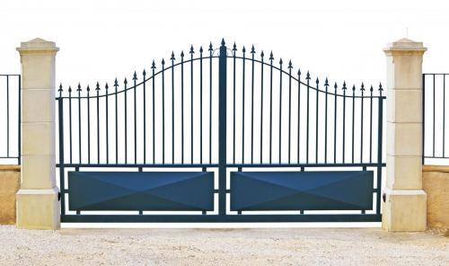 Portail métallique bleu